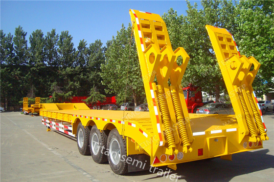 China Professional 3 Axle Low Bed Trailer , Tri Axle Drop Deck Equipment Trailer supplier