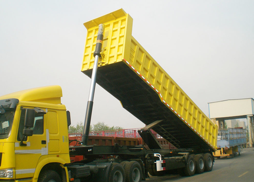 TITAN 3 Axle end dump trailer 30 CBM rear tipping trailer with the capacity of 60 T supplier