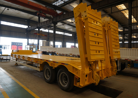China Large capacity 2 / 3 / 4 Axles Low Bed Trailer , Semi Trailer Trucks factory