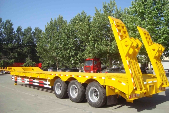 China TITAN 80 T low bed trailer / lowbed trailer for heavy duty machine transportation factory